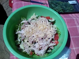 тертый сыр в салате