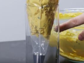 выкладываем яичную массу