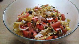 Салат с фасолью и пекинской капустой