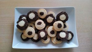 Печенье черно-белое