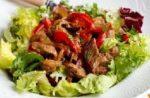 teplyj salat s govyadinoj