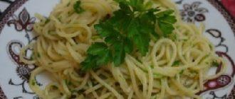 спагетти с чесночным соусом