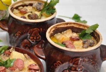 картофель в горшочках с колбасками