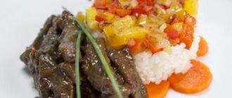 говядина с рисом и овощами