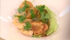 курица с жаренным салатом