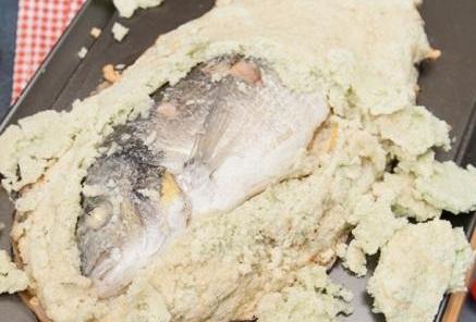 рыба в соленом тесте