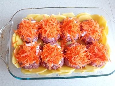 посыпаем морковью