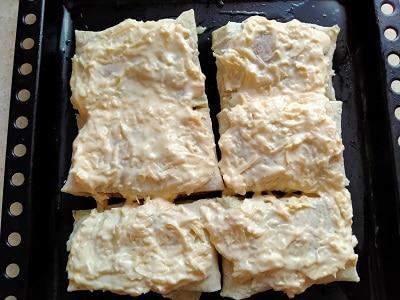 обмазываем сыром