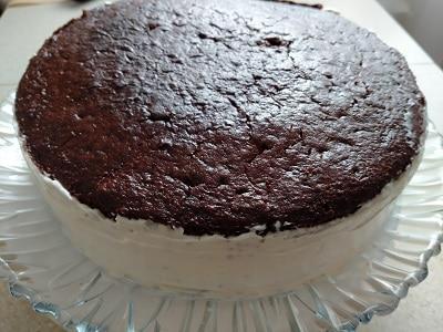 обмазываем пирог