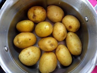 варим картофель