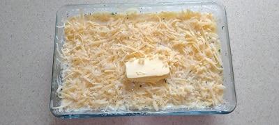 посыпаем блюдо сыром