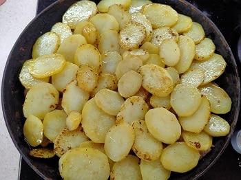 мясо покрываем картофелем