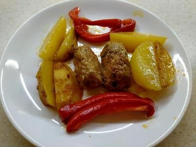 картошка с котлетками в духовке