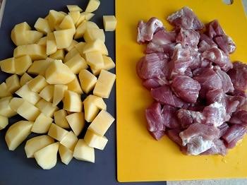 режем мясо и картофель